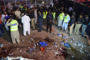 पाकिस्तानको आत्मघाती बम विष्फोटमा ७२ जनाको ज्यान गयो